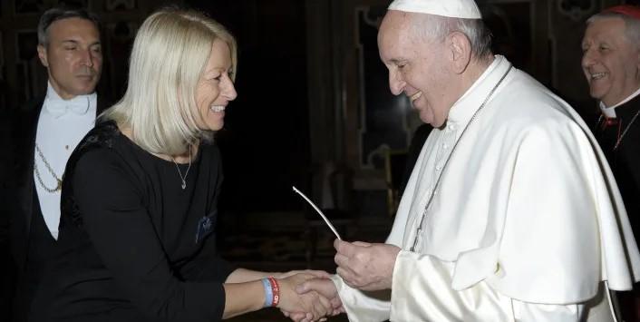 Papa Francesco e il bracciale salvavita AIDme: il regalo di Audens